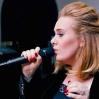 POST SCRIPTUM (58): Adele se zřekla Super Bowlu, rock už dle Alice Coopera nešokuje. A Justin Bieber si smazal Instagram!
