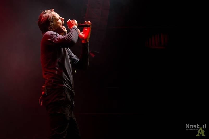 HITPARÁDY (61.): Ve světě se prodává kritikou opěvovaný Frank Ocean, Češi chtějí radši metalové mlátičky Sabaton
