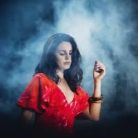 POST SCRIPTUM (63): Lana Del Rey inspiruje mladé voliče, v Česku láká k urnám Dominika Myslivcová
