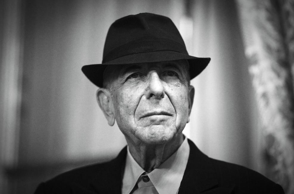 HITPARÁDY (72.): Twenty One Pilots dobyli česká rádia, posmrtně se prodává Leonard Cohen