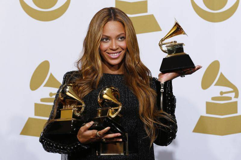 HITPARÁDY (74.): TOP 10 nejprodávanějších alb roku 2016 - Adele, Beyoncé nebo David Bowie