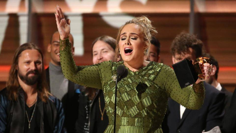 ROCKBLOG: Adele převálcovala i trend r'n'b. Grammy potvrdily její výsostné postavení