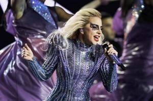 HITPARÁDY (78.): Lady Gaga po Super Bowlu zatřásla se žebříčky, Čechy omámil objev Rag'N'Bone Man