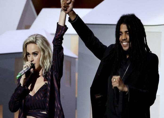 POST SCRIPTUM (79): Na Brit Awards se hlavně vzpomínalo. Nechyběl ale ani Trump v rámci bizarní show Katy Perry