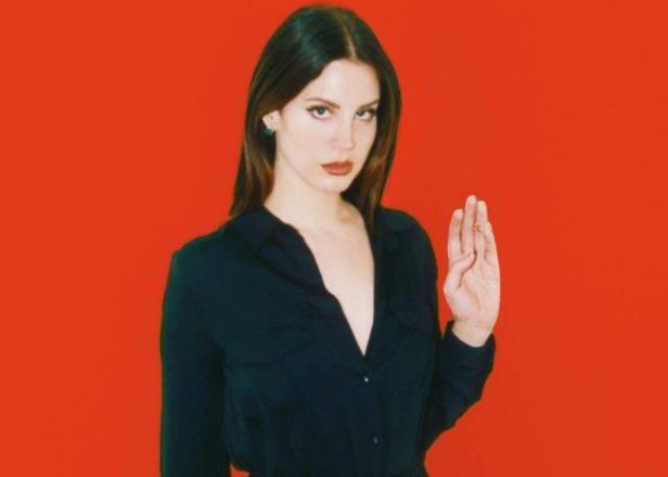 POST SCRIPTUM (80): Lana Del Rey bude s Trumpem bojovat kouzly, Tom DeLonge byl zvolen ufologem roku