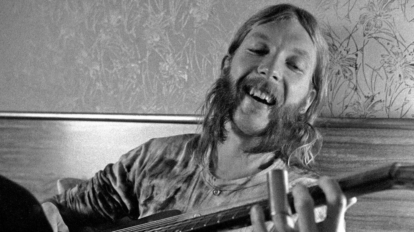 Obdivoval ho Eric Clapton a šlapal na paty Jimimu Hendrixovi, to byl Duane Allman