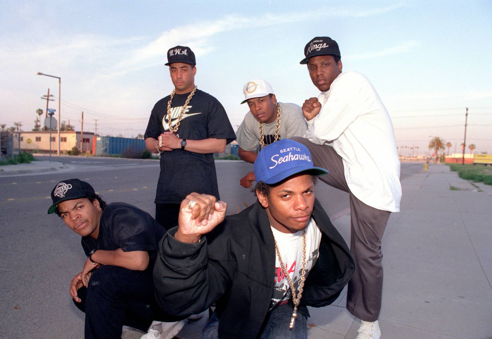 Jerry Heller, šedá eminence gangsta rapu, která si vysloužila svůj diss track