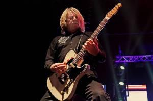 Rick Parfitt  ze Status Quo - S padesáti cigaretami, kokainem a lahví whiskey denně do rockového nebe