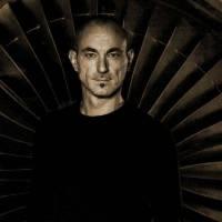 Robert Miles, první Ital s Brit Award. Jeho cestu ukončila předčasně zákeřná nemoc