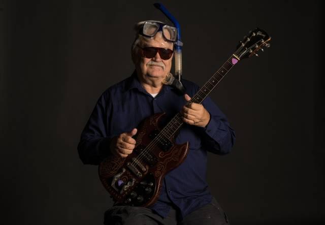Bruce Hampton - kytarový osmý div světa. Zemřel na pódiu při oslavě svých sedmdesátin