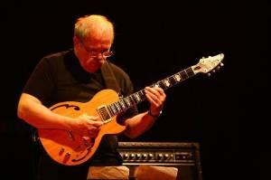 John Abercrombie - Progresivní jazzman, který se rád vracel do Česka. V Praze hrál i pro Václava Klause