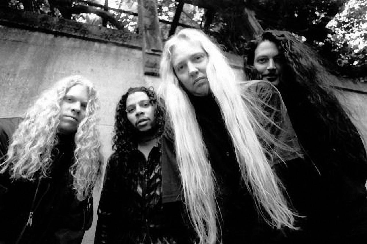 Warrel Dane - metalový zpěvák s obrovským hlasovým rozsahem. Jeho život předčasně ukončil infarkt