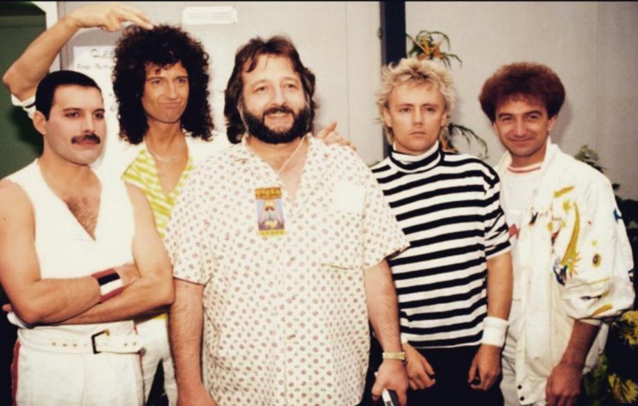 Gerry Stickells - Manažer Queen, který si užíval domácí vězení s Jimim Hendrixem. Věděl, jak zvládnout každou situaci