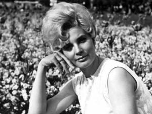 Laďka Kozderková - V nemocnici zpívala do posledních chvil. Před smrtí umyla rodinný hrob, aby nešla do špinavého