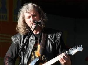Ivan Sekyra - Se Slávkem Jandou stál u zrodu skupiny Abraxas, pro Projektil složil velký hit Zahrada ticha. Vedle hudby natáčel i dokumenty