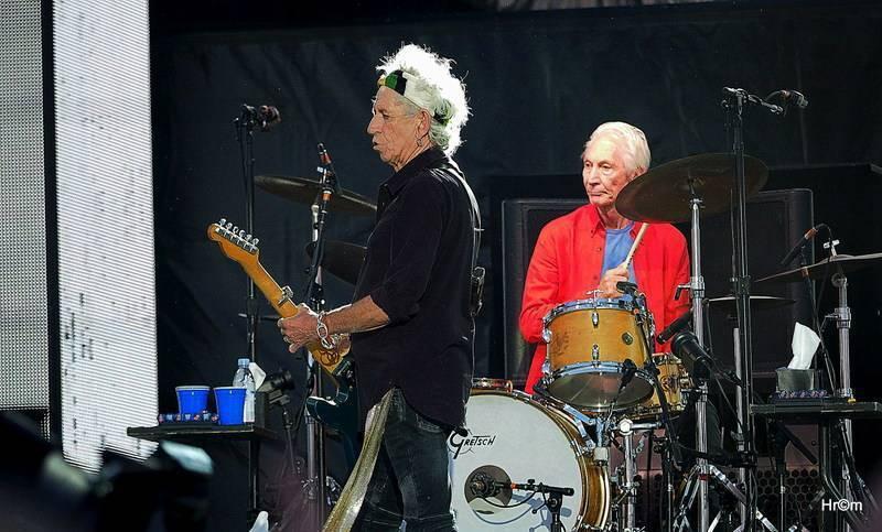 Charlie Watts - Nenápadný, ale důležitý člen Rolling Stones. Miloval jazz a swing a vyhýbal se skandálům