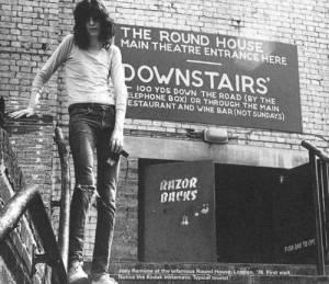 SMRT SI ŘÍKÁ ROCK'N'ROLL: Joey Ramone (41.)
