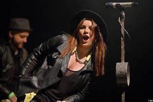 VIDEO: Ewa Farna má boky jako skříň. V coververzi hitu Meghan Trainor si utahuje sama ze sebe