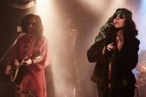 VIDEO: Tichá dohoda si půjčila skladbu Chemical Brothers a oslavuje hippies