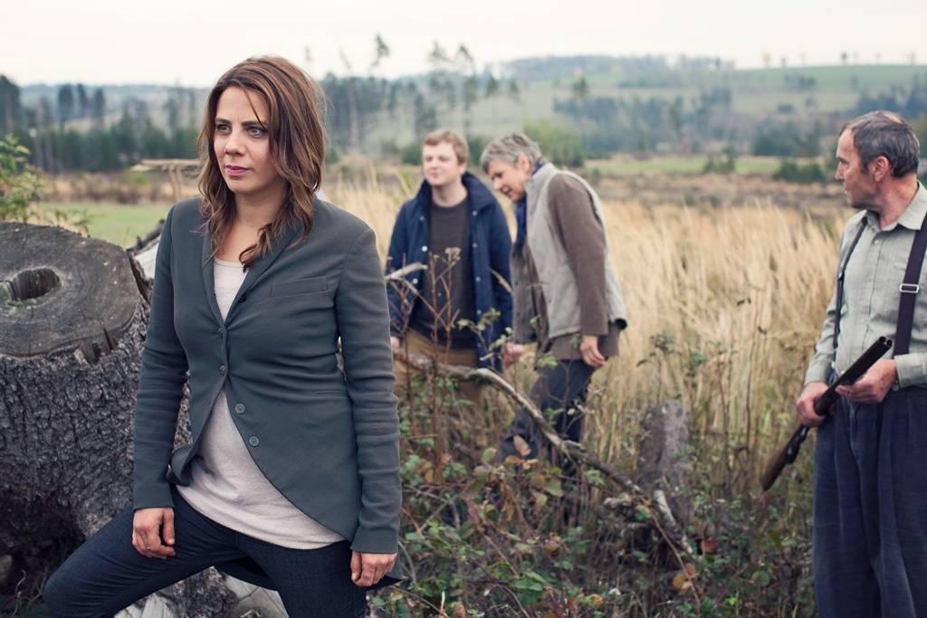 VIDEO: Aneta Langerová zpívá o vině i nevině. S její vesnickou detektivkou se budete bát!