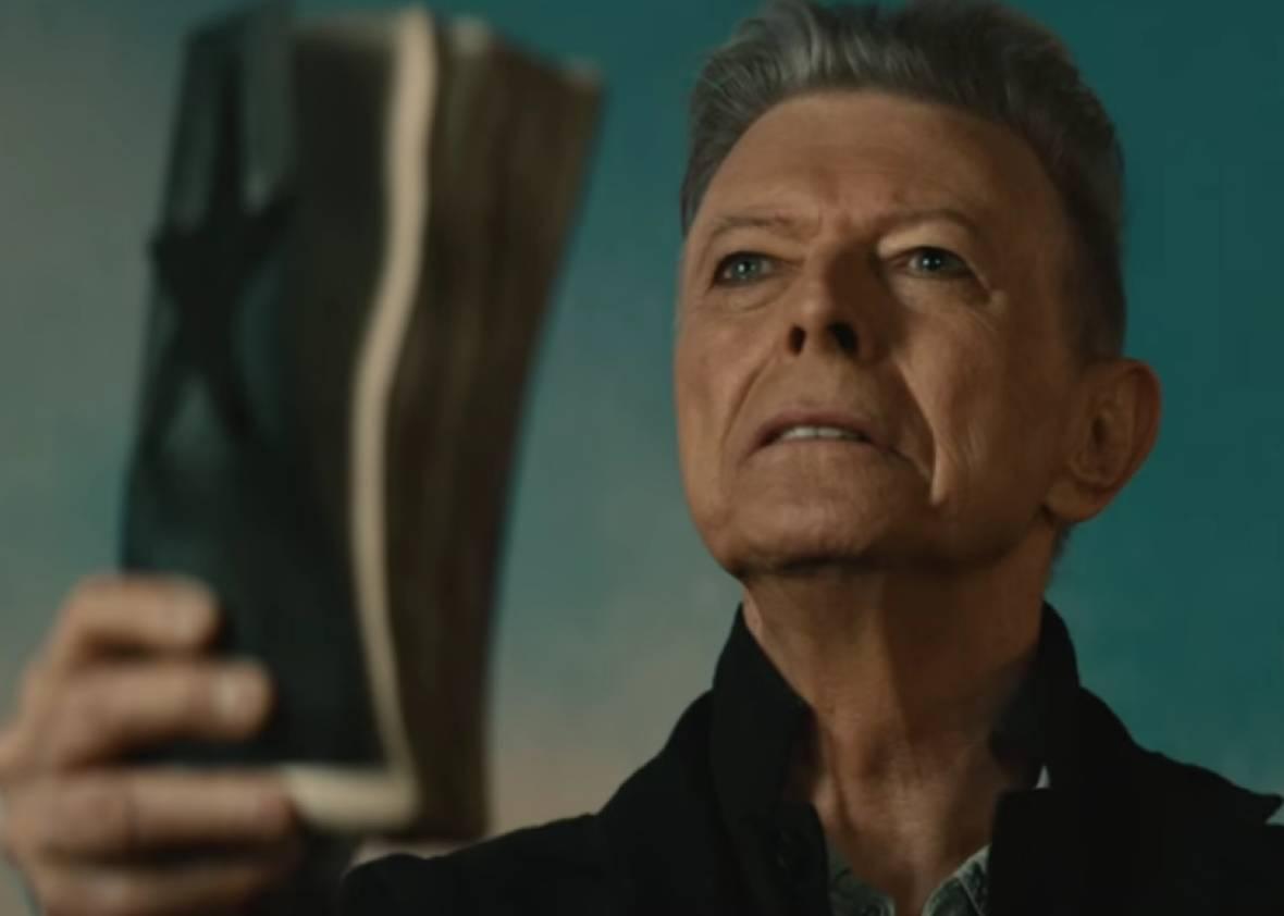 VIDEO: David Bowie je jako černá díra. Klip k singlu Blackstar vás pohltí
