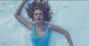 VIDEO: Půvabnou Taylor Swift doprovázejí krásné přírodní záběry. Bude Out Of The Woods další hit?
