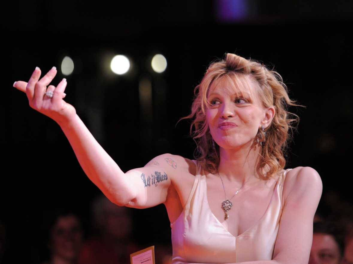 VIDEO: Courtney Love si zazpívala Creep od Radiohead. Jak to dopadlo?