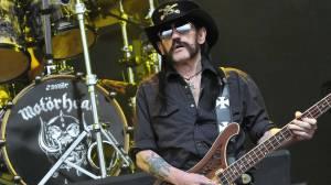 Pohřeb Lemmyho Kilmistera vysílal v přímém přenosu YouTube, Dave Grohl neudržel slzy