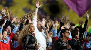 VIDEO: Na Super Bowlu vystoupili Coldplay, Bruno Mars i Beyoncé. Lady Gaga oslnila americkou hymnou