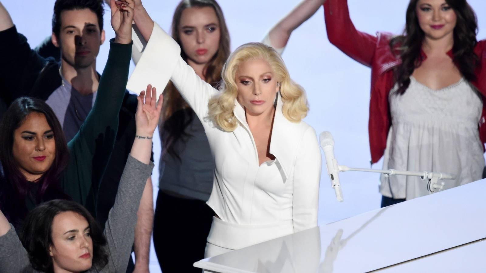 VIDEO: Lady Gaga na Oscarech dojala všechny znásilněné ženy, včetně Keshy