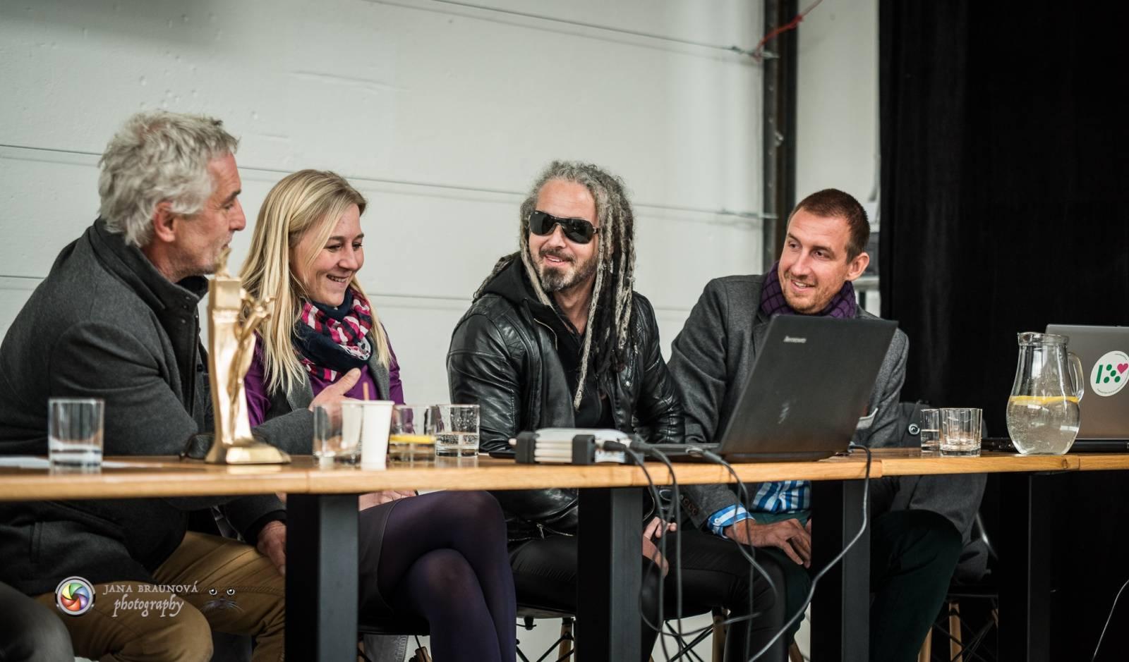 VIDEO: Pepa Bolan na Žebříku cenu pro Mandrage nečeká, Mydy Rabycad chtějí diváky roztančit