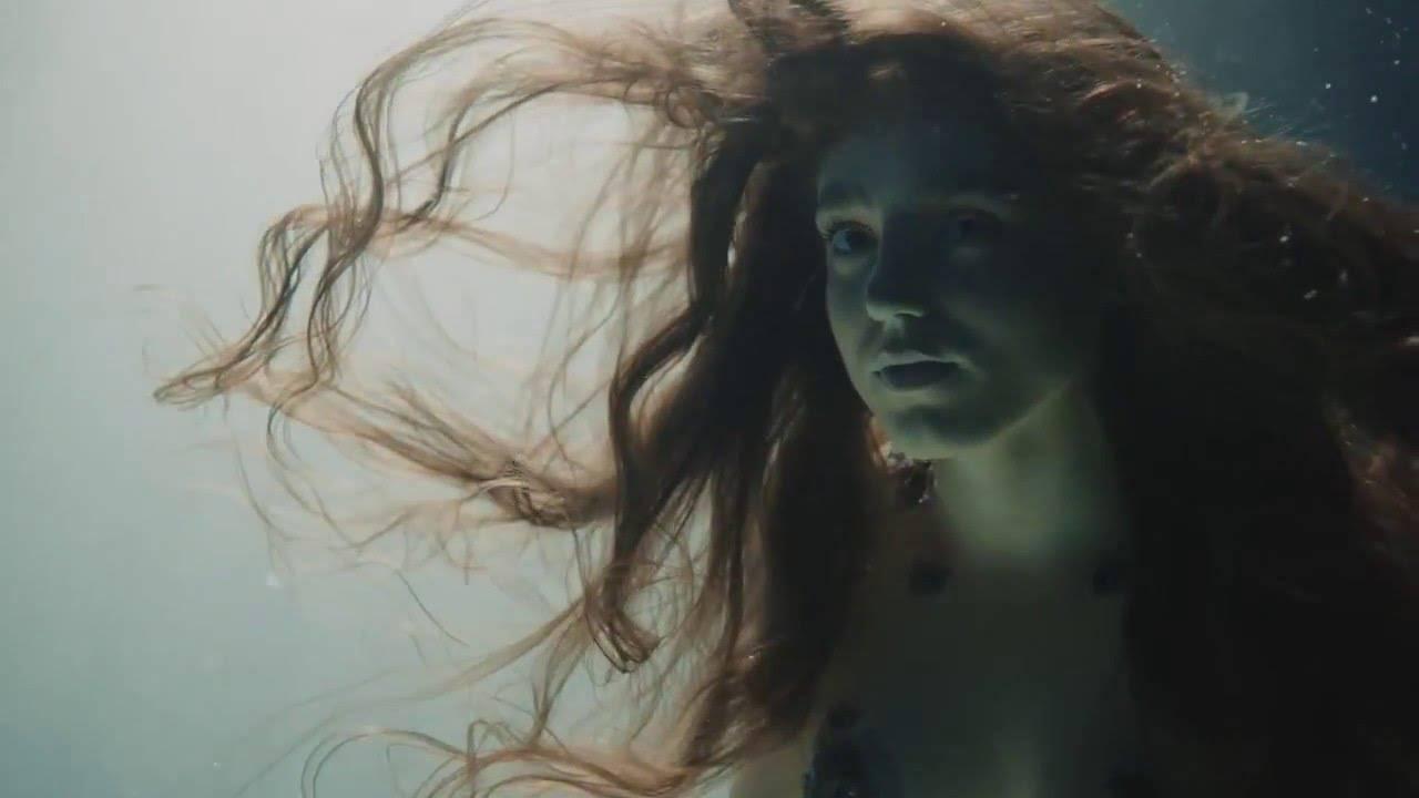 VIDEO: Birdy ve Wild Horses rozehrává love story mezi mořskou pannou a potápěčem