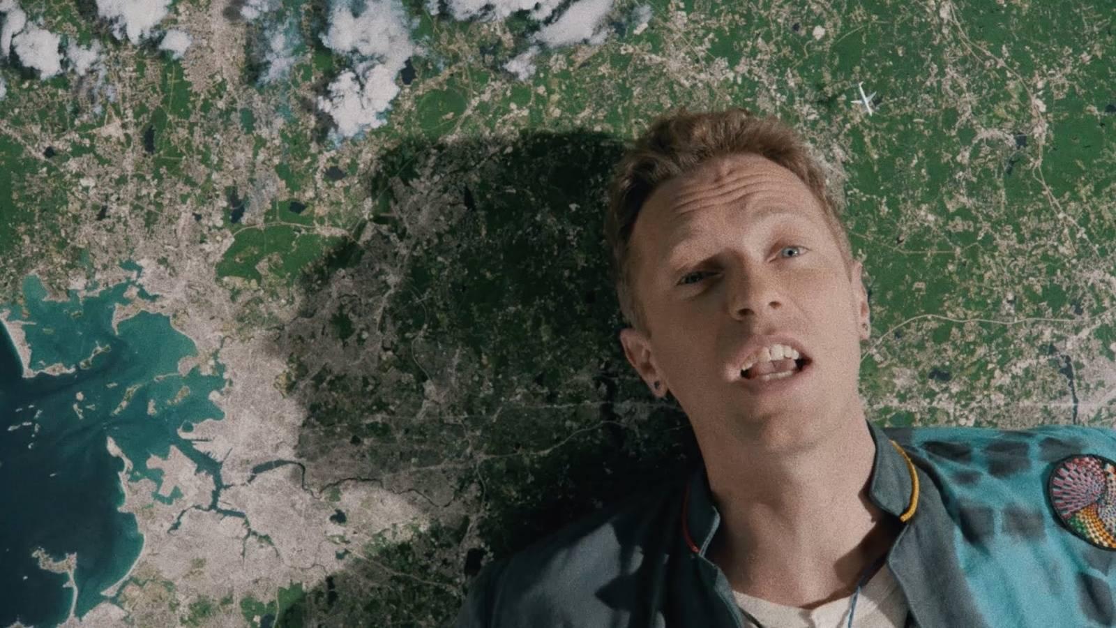 VIDEO: Coldplay představují surrealistický svět pomocí koláže