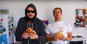 VIDEO: V zemi křesťanů kebaby stojí. Voxel a Pokáč parodují Ortel