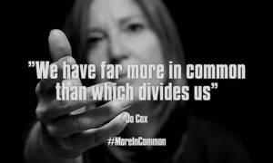 VIDEO: Portishead volají SOS. V temném coveru hitu skupiny ABBA citují zavražděnou Jo Cox
