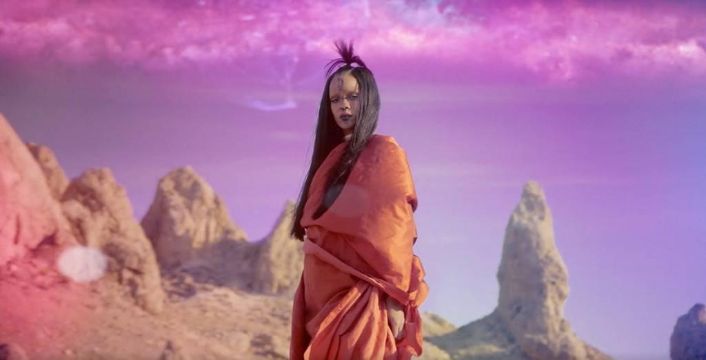 VIDEO: Rihanna jako žena z jiné planety láká na Star Trek