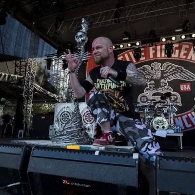 TOP 7 videoklipů týdne (97.): Five Finger Death Punch mezi mrtvolami a Peter Pan Complex v depresivní pohádce