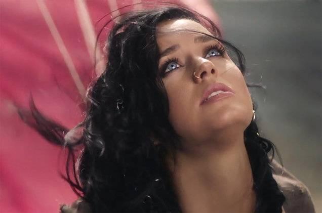 VIDEO: Nezlomná Katy Perry nakonec vzlétne. Hit Rise má motivovat olympioniky