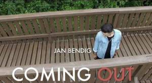 VIDEO: Jan Bendig zpívá o svém coming outu