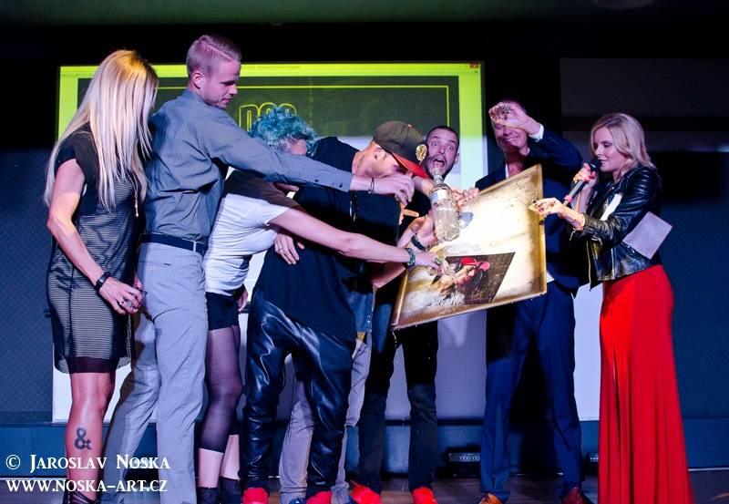 VIDEO: Superstar, večírky, Agáta Hanychová. Česky zpívající Sámer Issa se ohlíží za svým životem