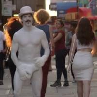 VIDEO: Red Hot Chili Peppers odhodili kalhoty a parodují slavný film