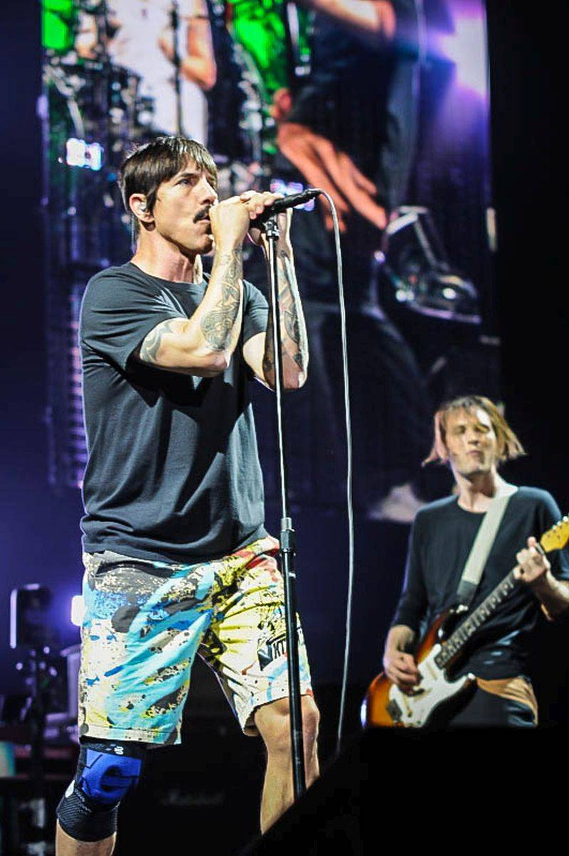 VIDEO: Red Hot Chili Peppers odhodili kalhoty a parodují slavný film