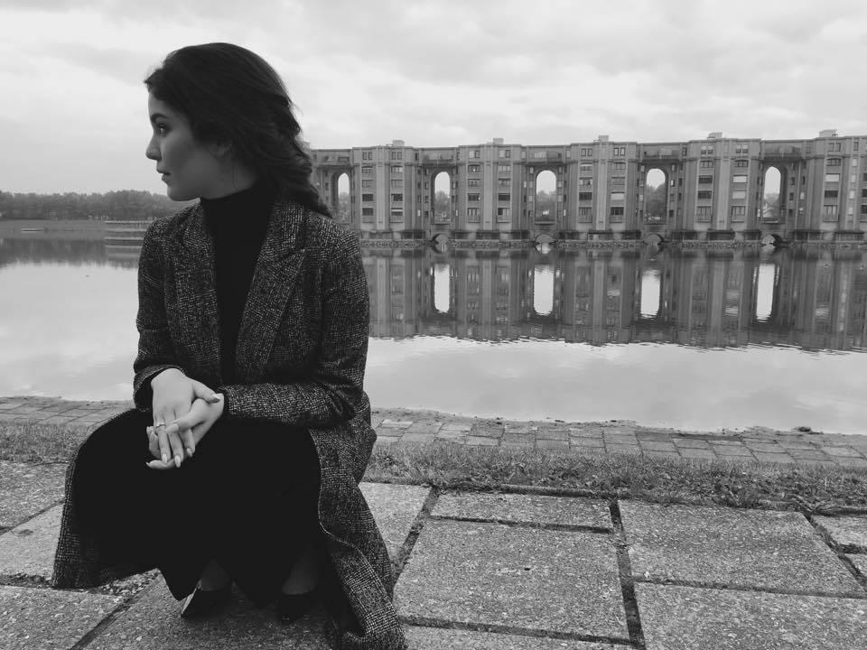 VIDEO: Poslední píseň Celeste Buckingham má klip z vylidněné Paříže i vrcholků Alp