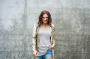 VIDEO: Ewa Farna představuje nový filmový hit, bere Všechno nebo nic