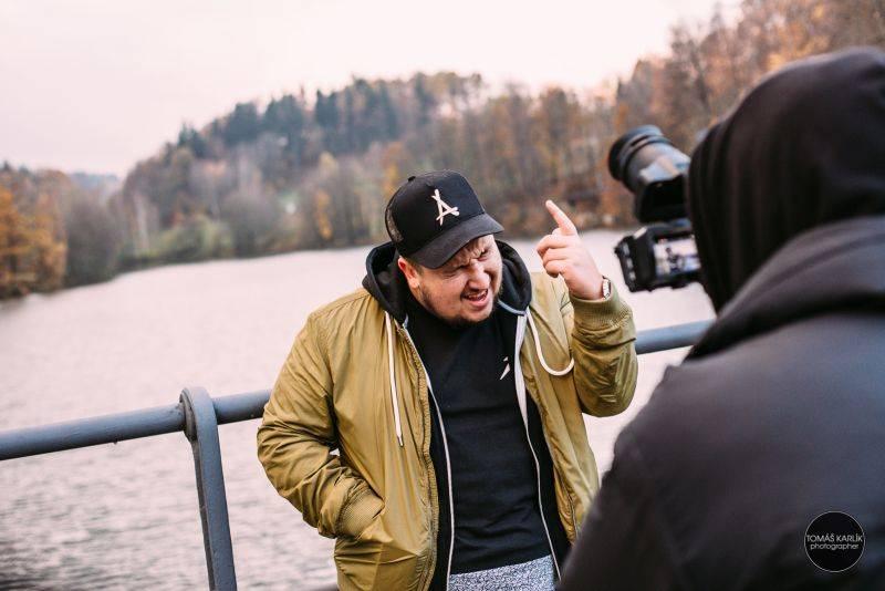 VIDEO: Jakub Děkan v novince vzpomíná na svého Dědu