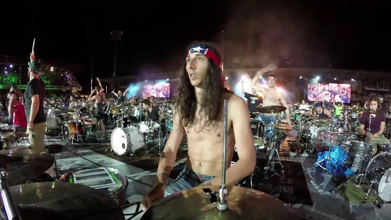 VIDEO: Rockin'1000 se vrací: Tisíc rockerů zahrálo Smells Like Teen Spirit od Nirvany!