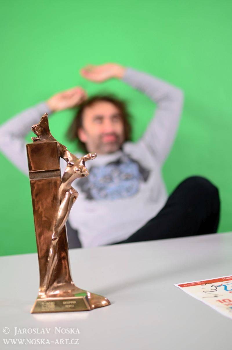 VIDEO: Jakub Kohák, Tomáš Klus, Dan Bárta, Vypsaná Fixa, Slza a Ivan Mládek točili spot Žebříku