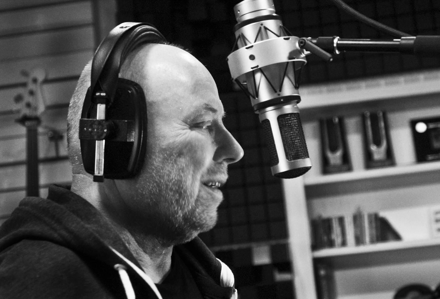 TOP 8 videoklipů týdne (129.): The XX podporují homosexuály, písničkáři Jakub Ondra a Tomas Bocek přišli z ulice