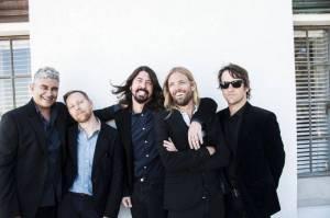 TOP 8 videoklipů týdne: Foo Fighters uspořádali party důchodců, Placebo a Arcade Fire řeší neřesti dnešního světa