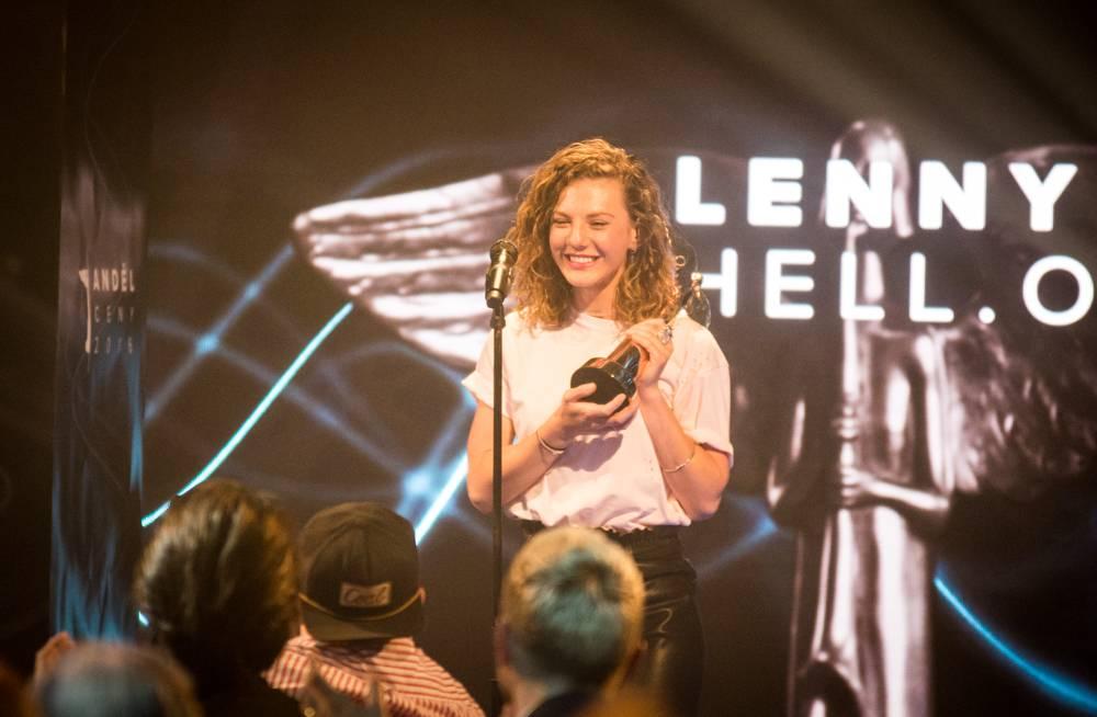 VIDEO: Lenny už dobývá i Německo. Podívejte se na lyric video k remixu Hell.o, který míří do tamních rádií